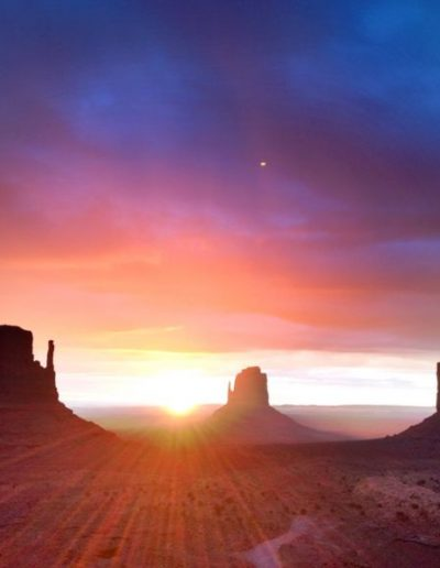 grand-canyon-hiking-monument-valley-at-sunrise