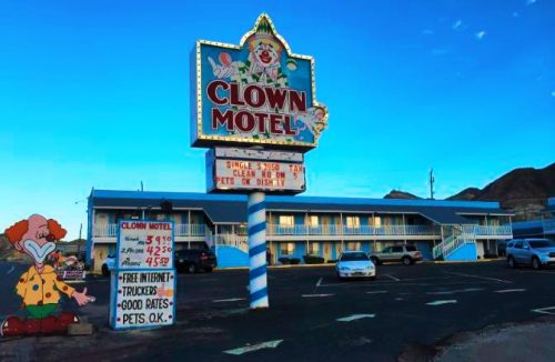 clown motel nevada