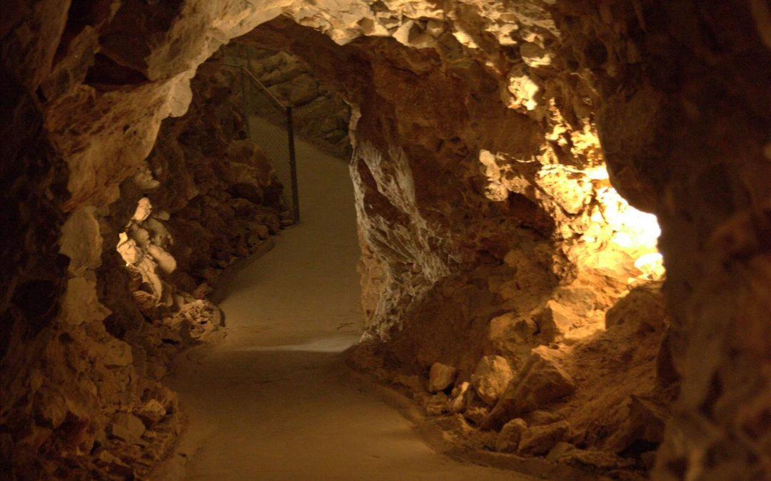 Weird Grand Canyon: The Grand Canyon Caverns