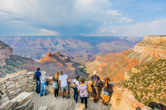 Looking over the Rim on the South Rim Bus Tour