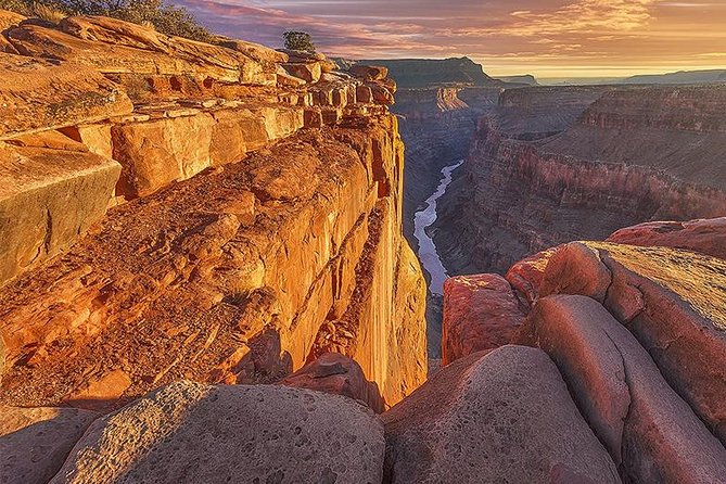 Indulge in a Christmas Train Tour of the Grand Canyon for the Family This Holiday Season